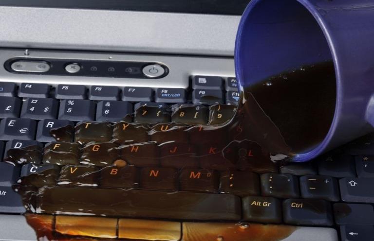 Laptopa Sıvı Teması